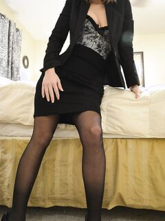 Строяна девица в чулках и корсете устроила стриптиз в номере отеля секс фото и порно фото