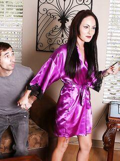 Массажистка в душе дрочит пенис задрота с шампунем секс фото и порно фото