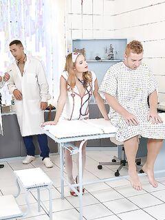 Пациент с докторами трахают голубоглазую медсестру на больничной койке секс фото и порно фото