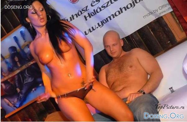 Две стриптизерши устроили шоу перед байком секс фото и порно фото