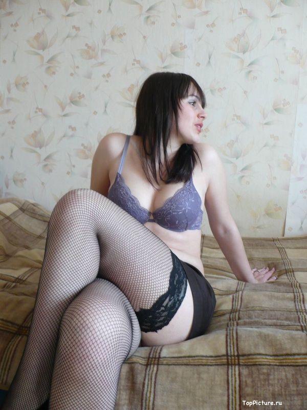 19 летняя россиянка выложили домашнее НЮ в сеть секс фото и порно фото