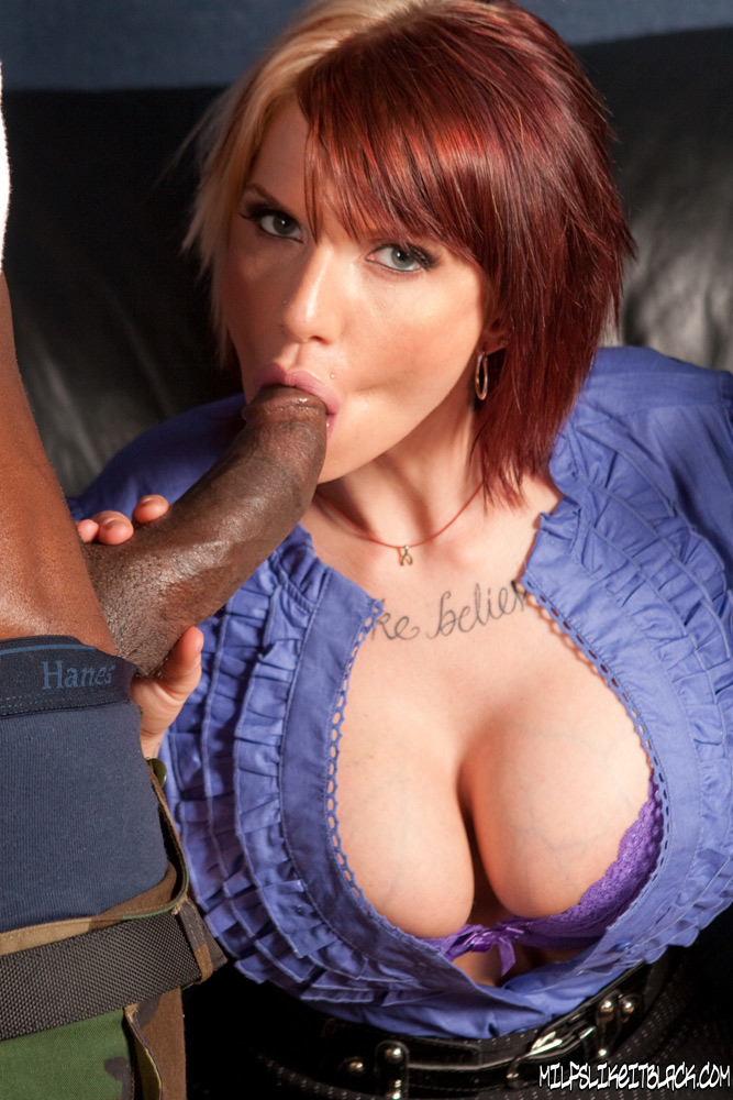 Грудастую Monroe Valentino жарят два негра на кожаном диване секс фото и порно фото