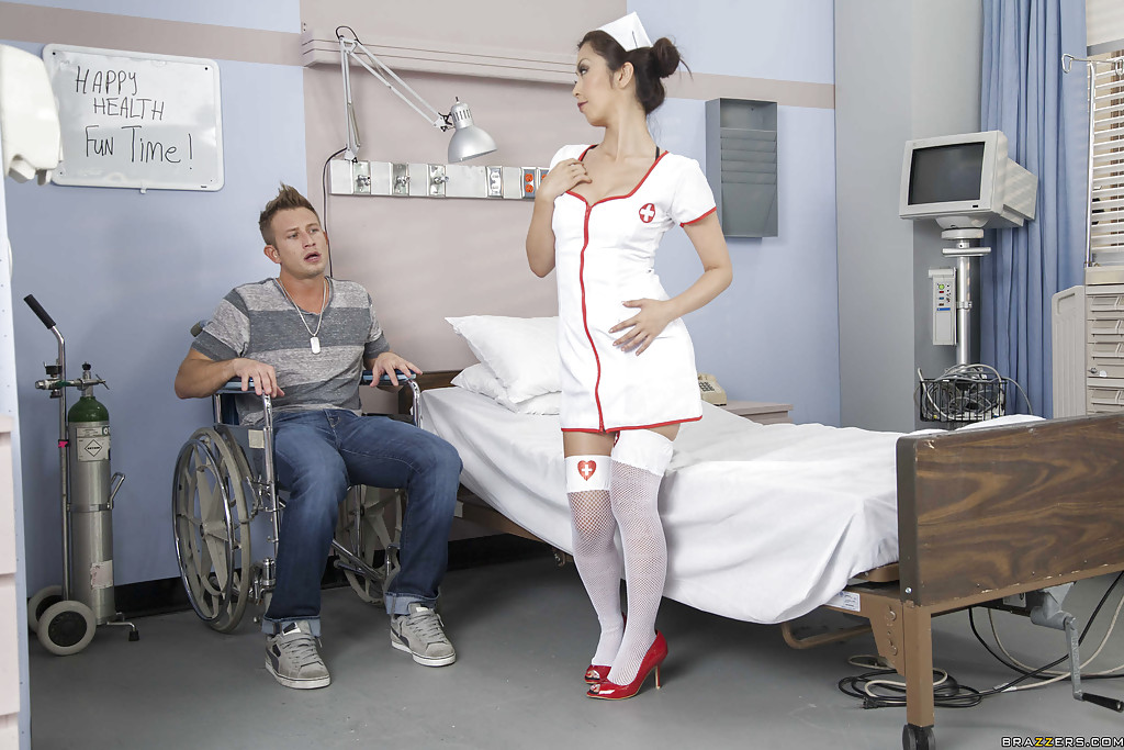 Японка Marica Hase скачет на большом члене пациента в палате секс фото и порно фото