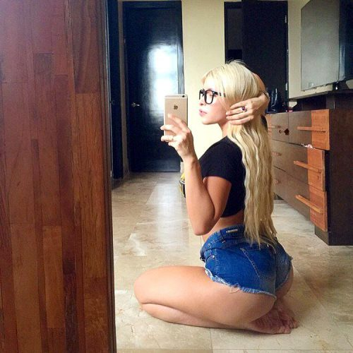 Красивые женские попки в джинсовых шортиках секс фото и порно фото