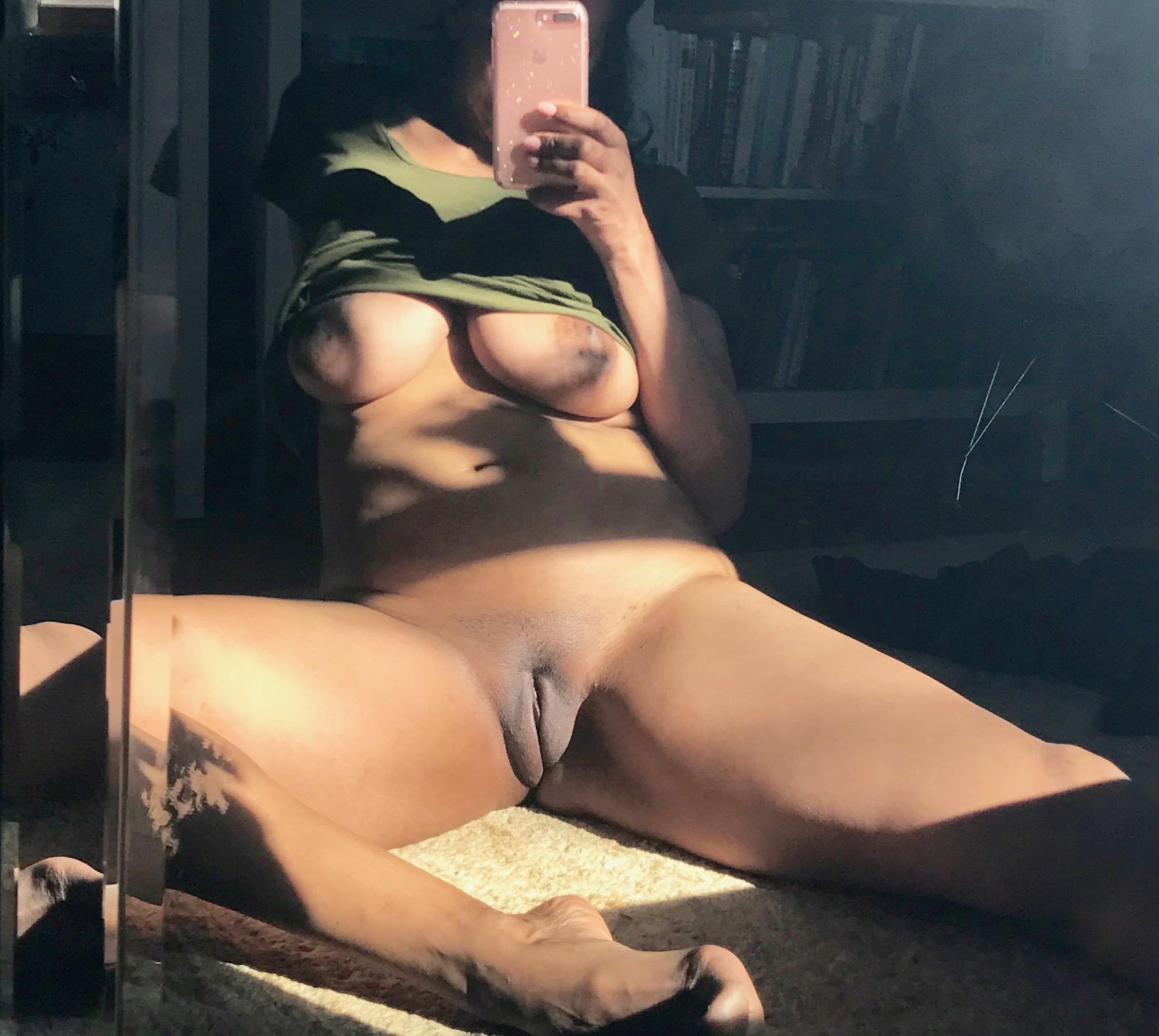 Бритые пилотки домашних девушек в разных позах секс фото и порно фото