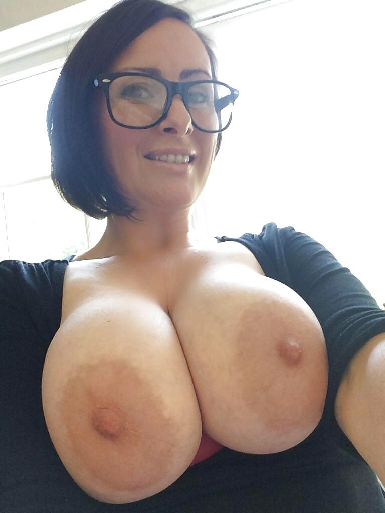 Огромные сиськи голых баб в разных ракурсах секс фото и порно фото