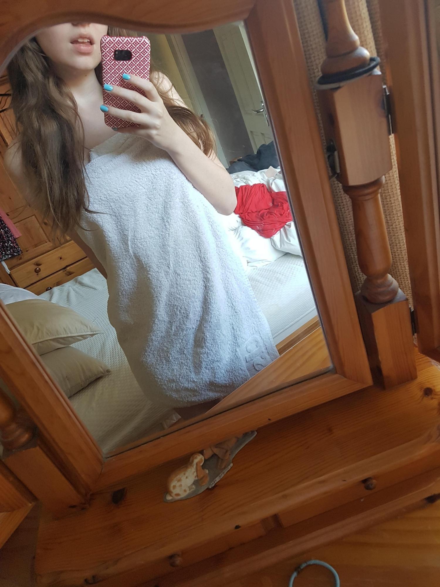 Эротические селфи стройной американки с натуральными сиськами 3 размера секс фото и порно фото