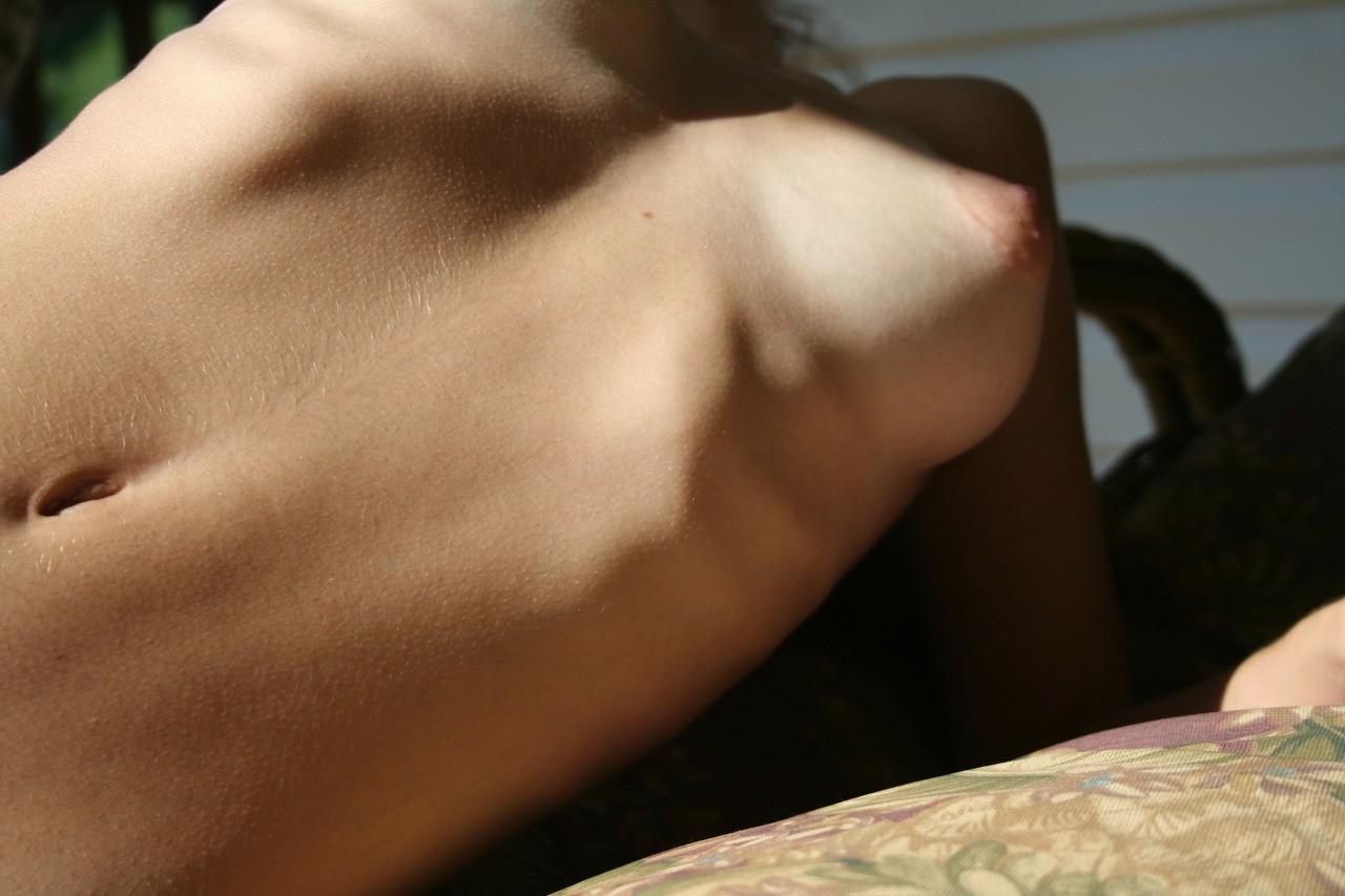 Небритые письки девушек крупным планом секс фото и порно фото