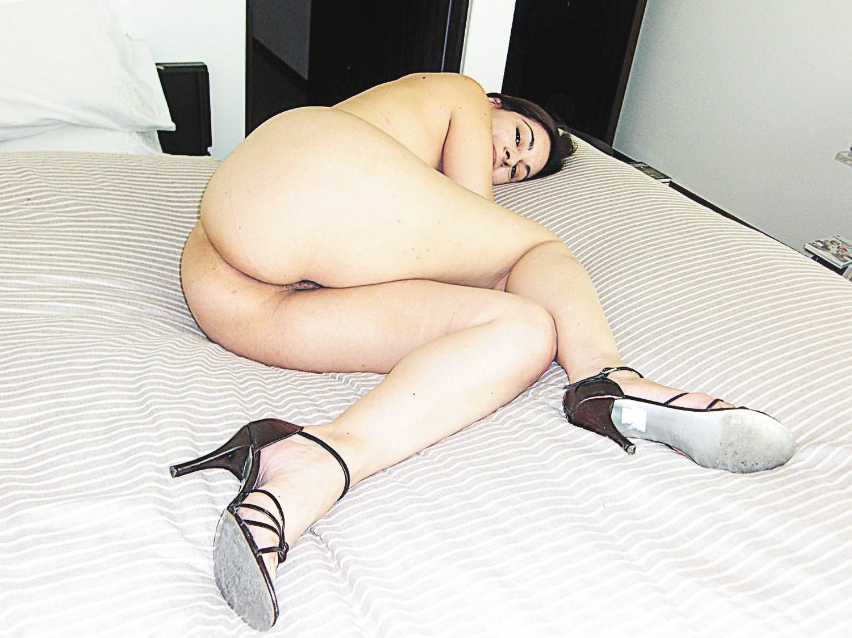 Мамка демонстрирует тело во всех уголках своей квартиры секс фото и порно фото
