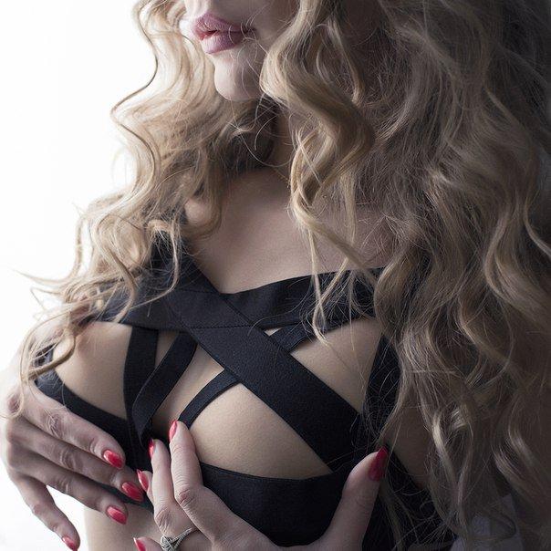 Красотки демонстрируют свои прелести крупным планом секс фото и порно фото
