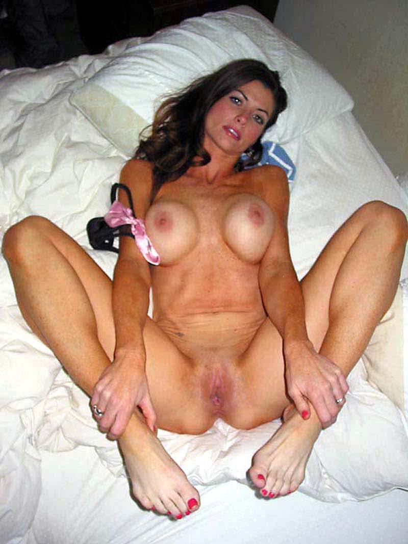 40-летние дамы показывают свои прелести перед камерой секс фото и порно фото