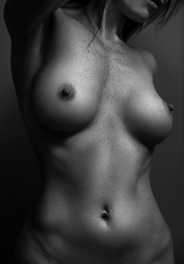 Красотки демонстрируют интимные места на камеру секс фото и порно фото