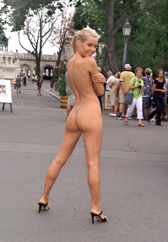 Сочные блондинки от 18 до 35 лет показывают голые дойки секс фото и порно фото