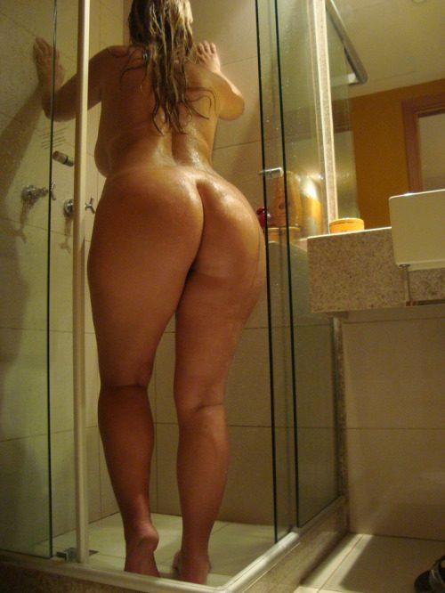 Жирные мамки с огромными сиськами моются в домашних ваннах секс фото и порно фото