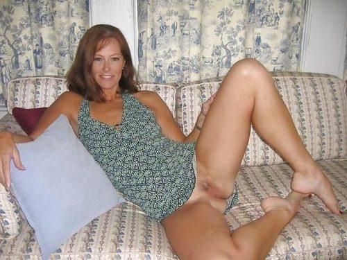 Зрелые барышни позируют в пикантных позах секс фото и порно фото