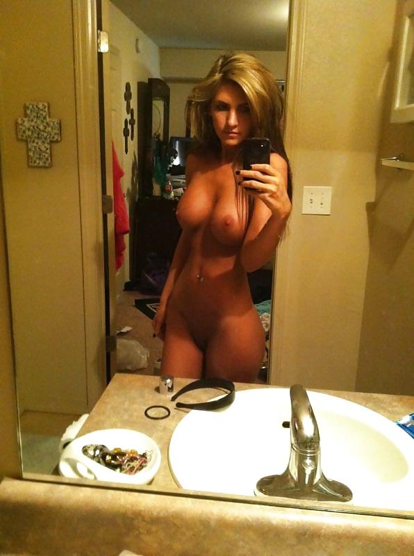 Милые телки раздеваются на домашних селфи секс фото и порно фото