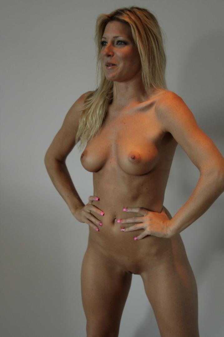 Голые мамы показывают сиськи и вагины на домашних снимках секс фото и порно фото