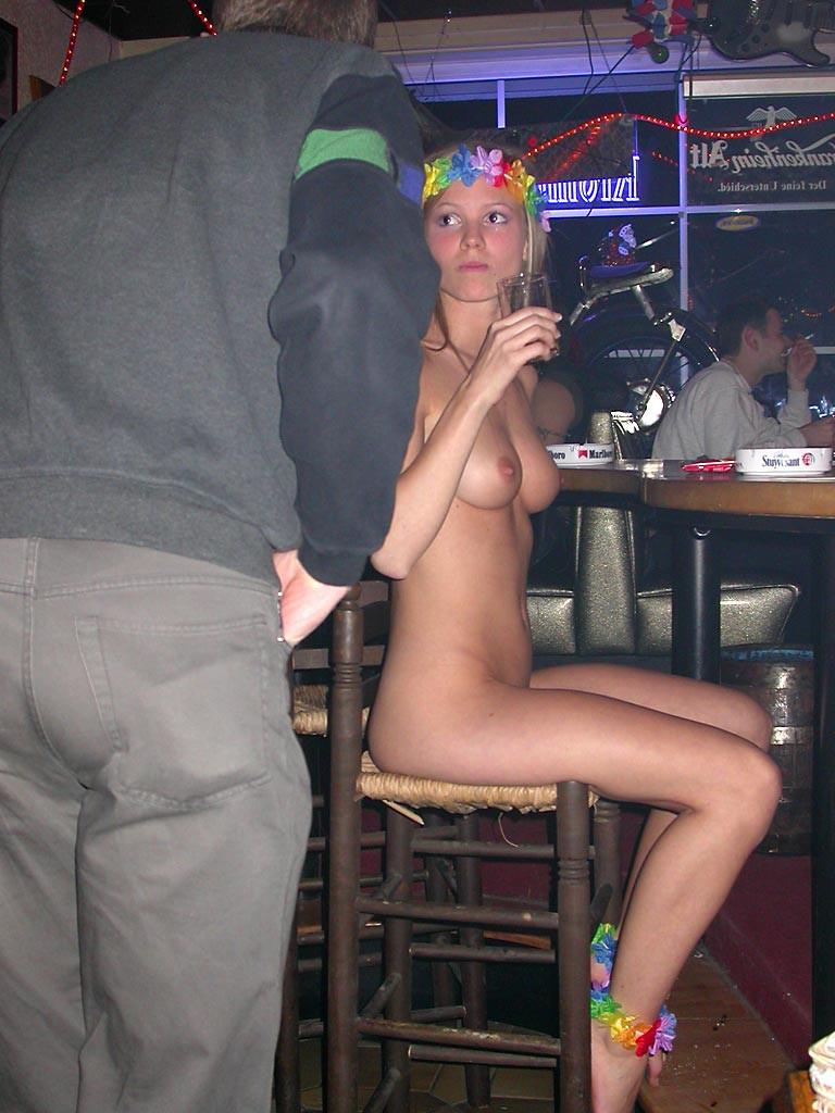 Слитые в сеть домашние снимки девушек с большими сиськами секс фото и порно фото