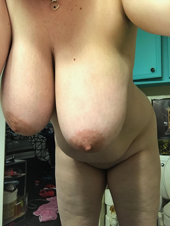 Мамки трясут мясистыми дойками перед камерой секс фото и порно фото