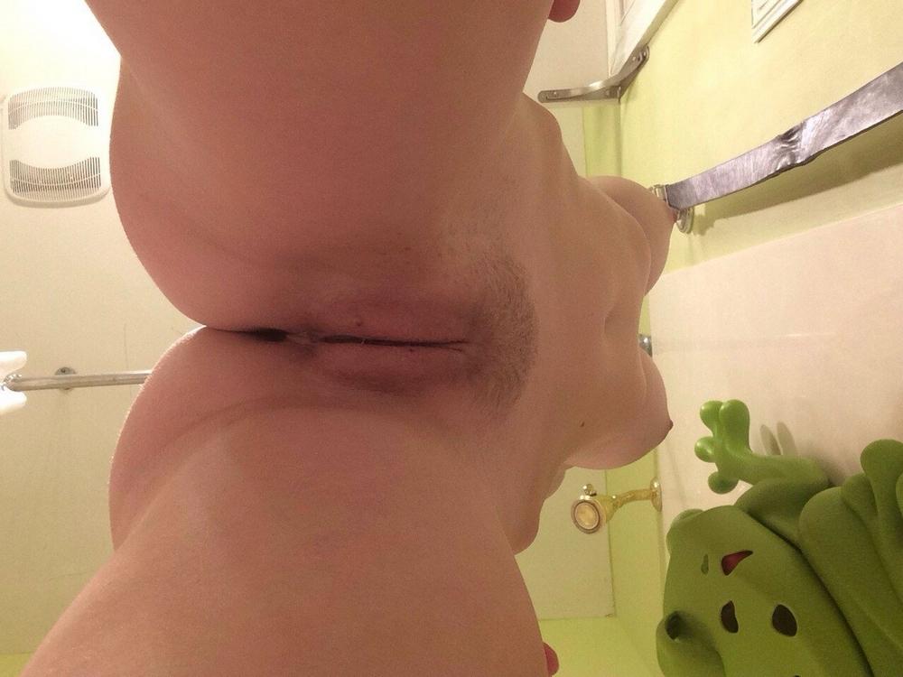 Подборка интимных мест с видом снизу от пошлых сучек секс фото и порно фото