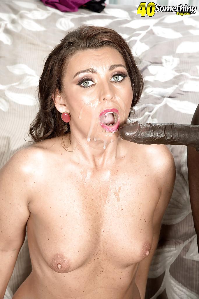 Замужняя милфа заглатывает длинный фаллос негра перед сексом секс фото и порно фото