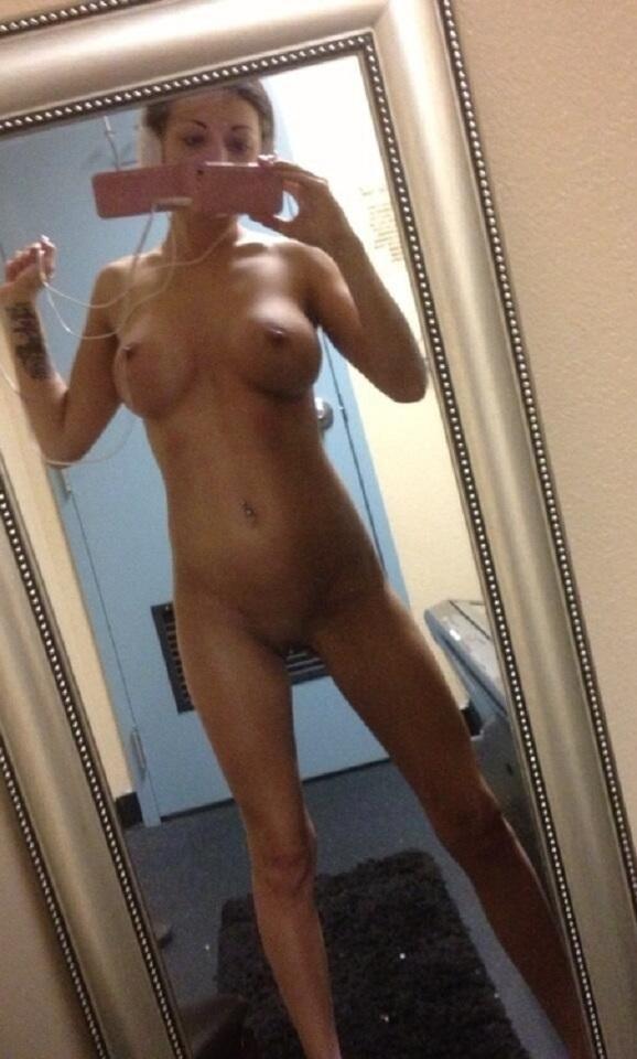 Зеркальные селфи голеньких студенток из Европы секс фото и порно фото